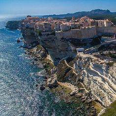 L'extrême sud de la #Corse #bonifacio #falaises #panorama #landscape #igerscorsica #igercorsica #mediterranee #siteremarquable #uniqueaumonde #avoirunefoisdanssavie #pleinlesyeux