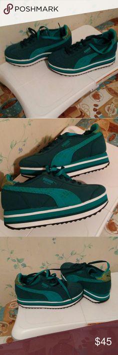 Puma roma fashion sneakers size 6 womens Teal puma roma fashion sneakers! Never worn doesnt come with box Puma Shoes Sneakers