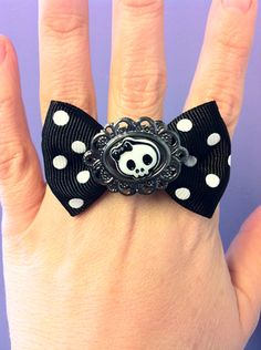 MooMoonZ Polka Dot Bow Skull Ring