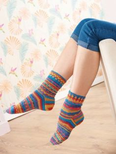 This clever pattern allows you to customise the effect of self-patterning yarn. Designed by Jan Henley, they will add a fun, bright burst of colour to your sock drawer!