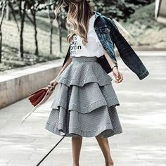 Skirt ruffles @raquelcanas #ootd #fashioninfluencer #instadaily #thepinkpineapple #thepinkpineapplegirl