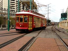 NOLA Trolley | Original Photography by Nadine Avola