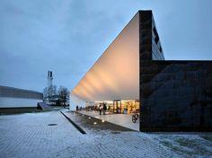 Helsingin sanomat kirjoitti Apilasta. Opera House, Internet, Building, Buildings, Construction, Opera