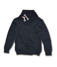 Ανδρική φούτερ μπλούζα με ιδιαίτερο σχέδιο στο λαιμό με κουμπιά. Διατίθεται σε μαύρο και η σύνθεση της είναι 90% βαμβακερό, 10% πολυεστερικό. Φορέστε τη, τις κρύες μέρες του χειμώνα με τζιν και μοντέρνα παντελόνια. Mens Fashion, Sweatshirts, Sweaters, Moda Masculina, Man Fashion, Trainers, Men's Fashion, Male Fashion, Sweater