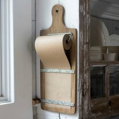 Kitchen Interior Remodeling Keep your lists tidy and stylish with this rustic wood kitchen note roll. Write the weeks to do's a dinner party menu or kids schedule and just tear off and pull down a fresh piece. *Note roll refills sold here. Cocina Shabby Chic, Shabby Chic Kitchen, Home Decor Kitchen, Diy Kitchen, Kitchen Interior, Diy Home Decor, Kitchen Ideas, Kitchen Designs, Decorating Kitchen