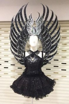 Black Widow Showgirl Dance Crystal Headdress Backpack Costume Music Festival Outfits, Festival Costumes, Character Costumes, Character Outfits, Fantasy Costumes, Cosplay Costumes, Trajes Drag Queen, Drag Queen Outfits, Cosplay Wings