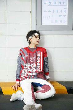 [Stray Kids] listen this is a whole attakc Lee Min Ho, Park Jinyoung, Pre Debut, Korean Boy, Fandom, Kids Wallpaper, Lee Know, Kpop Boy, Boyfriend Material