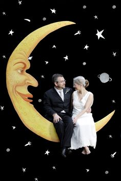 how to make a paper moon photo booth for wedding- would be perfect because my name comes from Paper Moon the movie :)