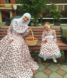 Darling Muslim Mom and Baby Outfit Styling – Girls Hijab Style & Hijab Fashion Ideas Mom And Baby Outfits, Mother Daughter Matching Outfits, Mother Daughter Fashion, Kids Outfits, Islamic Fashion, Muslim Fashion, Modest Fashion, Hijab Fashion, Fashion Outfits