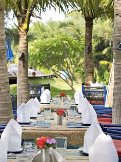 sea food dining by the pool