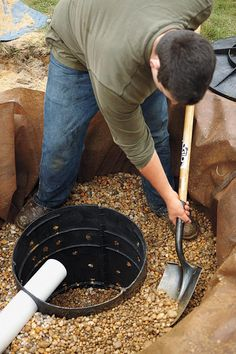 How to Install a Dry Well Diverting roof runoff properly makes for a less slippery yard and walkway Gutter Drainage, Backyard Drainage, Landscape Drainage, Backyard Landscaping, Rainwater Drainage, Drainage Ditch, Backyard Projects, Outdoor Projects, Drain Français