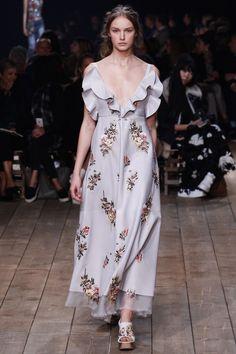 fall-winter-2016-2017-fashion-trend-ruffle-dresses-alexander-mcqueen
