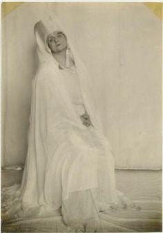 Alice Boughton | Alice Boughton Portraits of Yvette Guilbert