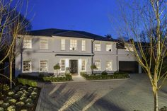 5 bedroom detached house for sale in Fairacres, Cobham, Surrey - Rightmove. Classic House Exterior, Dream House Exterior, Exterior House Colors, Big Houses Exterior, House Front Design, Modern House Design, Traditional Home Exteriors, House Cladding, Modern Farmhouse Interiors