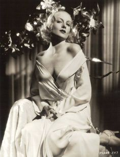 """Quite a glamor shot of Hollywood star Carole Lombard, Vintage Hollywood, Old Hollywood Glamour, Hollywood Fashion, Golden Age Of Hollywood, Vintage Glamour, Classic Hollywood, Old Hollywood Stars, Hollywood Style, Hollywood Glamour Photography"