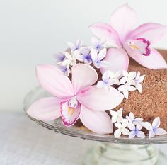 Sugar Cymbidium Orchid Flower Tutorial and Chocolate Cake recipe. Fondant Flower Tutorial, Fondant Flowers, Sugar Flowers, Cake Flowers, Orchid Flowers, Cake Tutorial, Gorgeous Cakes, Pretty Cakes, Raindrops And Roses