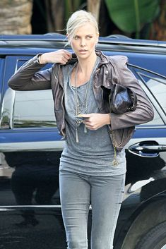 charlize theron street style - Pesquisa Google