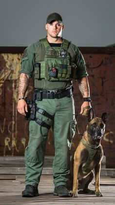 Muscles all around Military Working Dogs, Military Dogs, Police Dogs, Swat Police, Military Police, Sexy Military Men, Army Men, Cop Uniform, Men In Uniform