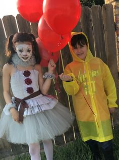 Brother and Sister Costumes Pennywise and Georgie Children's It Costumes disfras amigos Halloween Film, Scary Kids Halloween Costumes, Matching Halloween Costumes, Unicorn Halloween Costume, Halloween Science, Family Halloween, Scary Costumes For Couples, Adult Costumes, Sibling Costume