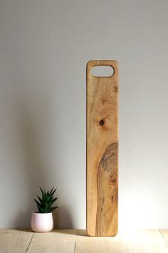 Picture yourself serving something yummy on this baguette bread board on your party or family gathering table…. Silence will definitely… Modern Cutting Boards, Diy Cutting Board, Wooden Chopping Boards, Wooden Boards, Wooden Bread Board, Baguette Bread, French Baguette, Woodworking Inspiration, Wood Bowls