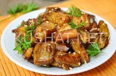 Совсем недавно список моих рецептов из баклажанов пополнился еще одним очень вкусным блюдом под названием баклажаны по-китайски. Само название этого блюда говорит о том, что оно имеет восточные корни. Жареные баклажаны, конечно же, вкусны сами по себе, а благодаря кисло-сладкому соусу получаются безумно вкусными. В основе соуса будут лежать традиционные для китайской кухни компоненты – […]