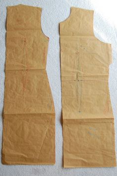 Making your own sloper Bodice, jacket, coat, dress block or sloper fitting. Easy Sewing Projects, Sewing Hacks, Sewing Tutorials, Pattern Cutting, Pattern Making, Clothing Patterns, Sewing Patterns, Pattern Drafting, Sewing Basics