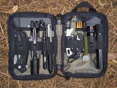 BOALS EDC Organizer - This EDC Organizer has become a part of my daily carry I can not and do not leave home without! Earthquake Preparation, Earthquake Kits, Emergency Preparation, Survival Essentials, Survival Tips, Edc Gear, Camp Gear, Led Lantern, Edc Everyday Carry