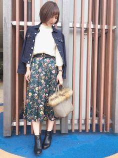 こんばんは♡ furryrateさんの花柄サテンタックヘムスカートを着用させて頂いてます☺︎☺︎☺︎
