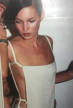Kate Moss minimal thin strap pinafore top dress white The Best of clothes in Fashion 90s, Runway Fashion, High Fashion, Fashion Belts, Womens Fashion, Style Année 90, Heroin Chic, Vintage Outfits, Vintage Fashion