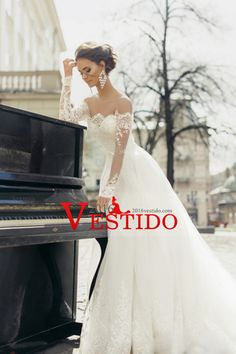 2016 Una línea de cuchara mangas largas de tul vestidos de novia con apliques y faja