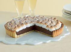 CROSTATA MERINGATA CON CREMA DI CIOCCOLATO - Preriscaldate il forno a 200°. Mettete a mollo la gelatina in una ciotola con acqua fredda. Incidete la stecca di vaniglia nel senso della lunghezza,...