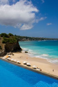 ˚Amazing pool overlooking Dreamland Beach in southern Bali. Dreamland Beach is on the Bukit Peninsula and about 30-45 minutes south of Kuta