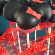 Minnie Mouse sweet table ♥ #cupcakes #cakepops #sweets #polkadot