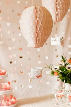 Here's a lovely idea for a whimsical birthday party. Let inspiration carry you away as you make DIY Hot Air Balloon Party Decor. This party decor idea combines traditional paper party decorations with a new, adorable idea. Diy Hot Air Balloons, Helium Balloons, Hot Air Balloon Cake, Paper Party Decorations, Wedding Decorations, Decorating Toddler Girls Room, Diy Nursery Decor, Fiestas Party, Wedding Crafts
