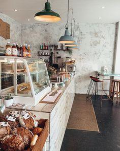 1000things.at präsentiert euch neue Frühstückslokale in Wien, die mit zahlreichen Köstlichkeiten und tollem Ambiente auf euch warten. Lokal, Vienna Austria, Cafe Design, Table Settings, Deco, Hotels, Quality Time, Sailing, Travel Destinations
