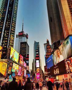 New York, I Love You♥️ On kyllä upea kaupunki, pakko myöntää. Voisin jäädä tänne pidemmäksikin aikaa, mutta ehkä joskus myöhemmin.. Oli mulla ihan oikea syykin tulla tänne saakka. Täällä järjestettiin tällä viikolla huikean hieno viiden päivän seminaari kiinteistönvälityksen ammattilaisille.  Maailman huiput raottamassa omia menestyksen salaisuuksiaan ja inspiroimassa kiinteistöalan myynnin ja markkinoinnin ihmisiä. Jakamisen ja yhteistyön kulttuuri oli täällä jotain ennennäkemätöntä.  Alan…