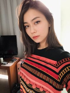 """""""makeup over the jet lag"""" Medium Hair Styles, Short Hair Styles, Asian Short Hair, Beauty Shots, Just Girl Things, Beautiful Asian Women, Best Photo Poses, Pretty Face, Girl Crushes"""