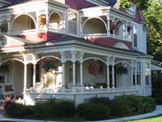 love all the porches.Porches are places for clearng your head, reflecting, reading or just simply to just sit quietly. Victorian Porch, Victorian Homes, Folk Victorian, Beautiful Buildings, Beautiful Homes, Interesting Buildings, Simply Beautiful, Future House, My House