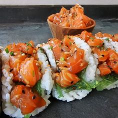 Salmon Poke Sushi Tacos - Cravings in Amsterdam Sushi Recipes, Seafood Recipes, Asian Recipes, Cooking Recipes, Healthy Recipes, Cucumber Recipes, Poke Sushi, Sushi Taco, Sushi Food
