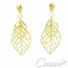 Brinco Campana folheado a ouro com detalhe de um cristal.   #Cassie #semijoias #acessórios #moda #fashion #estilo #instalook #inspiração #tendências #trends #brincos #brincoslindos #pulseirismo #lookdodia #zircônias #brilho #amo #folheado #dourado #brincoleque #brincoleve #colar #pulseiras #maxibrinco #anel  #desconto #diadoconsumidor #consumidor