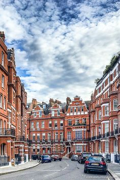 Beautiful historic architecture in Knightsbridge, London. The exposed brick is amazing here. #knightsbridge #london #exposedbrick #architecture #history