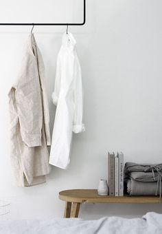 cute plain calm room clothes simple sweet home organic Scandinavian Style, Scandinavian Interiors, Wabi Sabi, Interior Architecture, Interior And Exterior, Home Bedroom, Bedroom Decor, Scandi Bedroom, Bedroom Storage