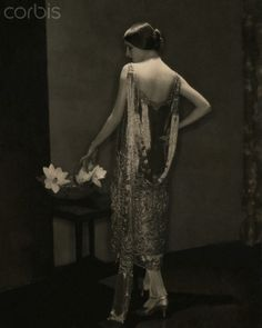 Edward Steichen, Marion Morehouse, in beaded Chanel Gown, 1925 © Condé Nast Archive/Corbis.