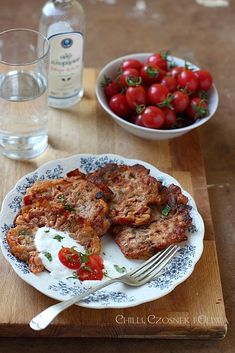 Tomato patties from Santorini - tomatokeftedes, no eggs, vegan Santorini, Tzatziki, Greek Recipes, Fodmap, Cauliflower, French Toast, Beef, Vegan, Vegetables
