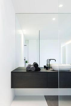 45 Ideas Bathroom Inspiration Modern Drawers For 2019 Minimal Bathroom, White Bathroom, Bathroom Interior, Modern Bathroom, Bad Inspiration, Bathroom Inspiration, Bathroom Ideas, Bathroom Bench, Bathroom Mirrors