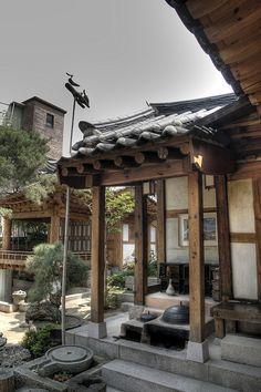 Hanok HDR | Flickr - Photo Sharing! Japanese Architecture, Architecture Old, Historical Architecture, Architecture Details, Japanese Home Decor, Japanese House, Korean Traditional, Traditional House, Asian House