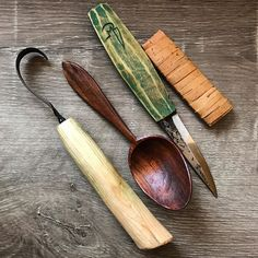 Snow day in the Catskills. I keep finding the best colors in this pile of cherry! #spoons #sloyd #greenwoodworking #spooncarving #bushcraft #nicwestermann #sloydmagnus #greenwood #wittle #axe #knife #handmade #craft #catskills #soupspoon #woodworking #woodcarving #cherry #handcraft