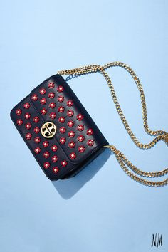 This week, leave the accessorizing to us. Dedicate your Wednesday to the dainty Duet Shoulder Bag by Tory Burch.