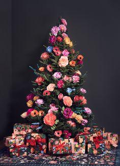 Large Christmas Ornaments, Elegant Christmas Trees, Bohemian Christmas, What Is Christmas, Christmas Tree Design, Christmas Tree Themes, Pink Christmas, Outdoor Christmas, Christmas Home