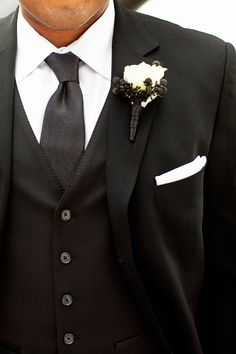 Niiiice! Grooms suit for a Black + White wedding. {Henry Chen Photography}